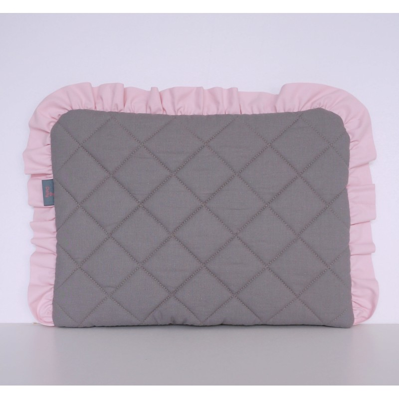 Płaska pikowana poduszka do łóżeczka lub wózka dziecięcego. Poduszka z falbanką. Róż, mięta, grafit, biel.
