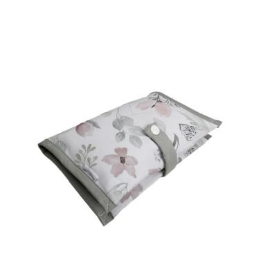 Praktyczne, wygodne etui na pieluszki i chusteczki w kwiaty magnolii