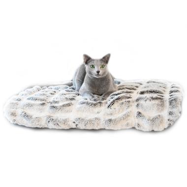 Przytulny i miękki kocyk dla kota z wysokiej jakości sztucznego futra.
