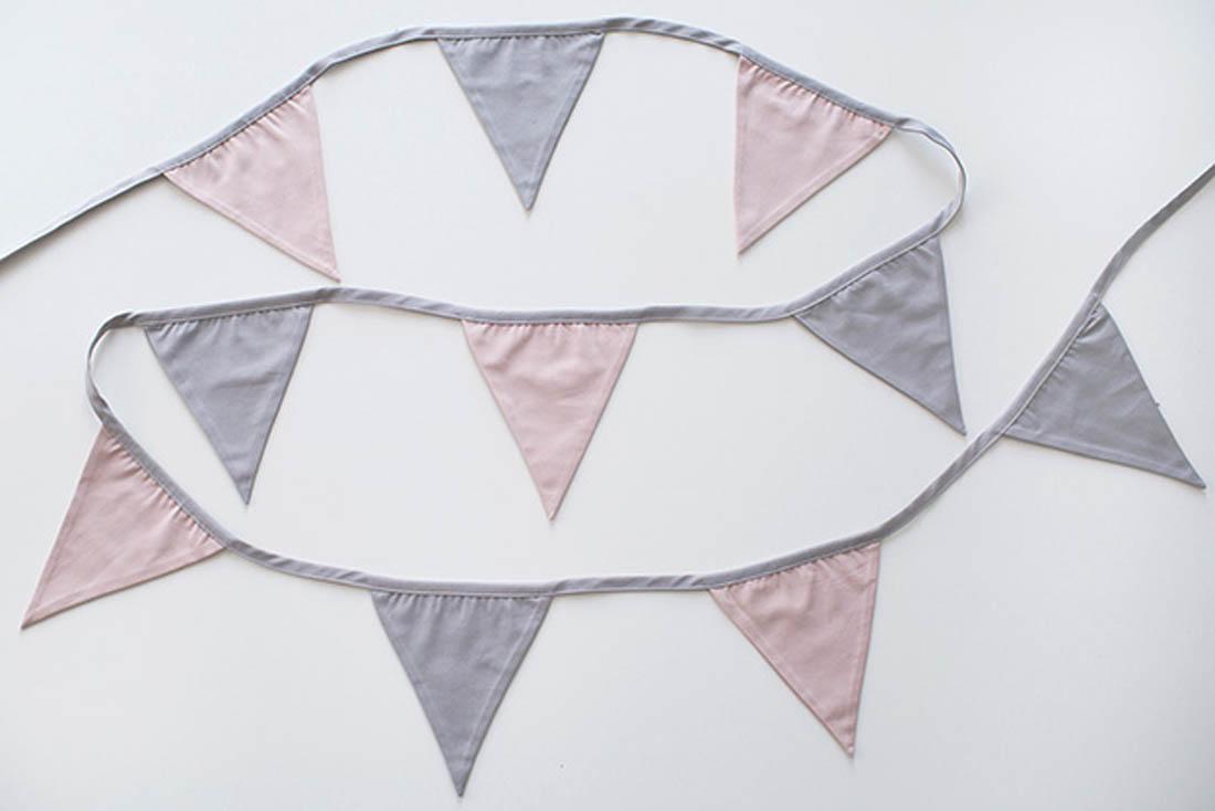 Girlanda proporczyki/trójkąty do pokoju dziecka- szaro różowa