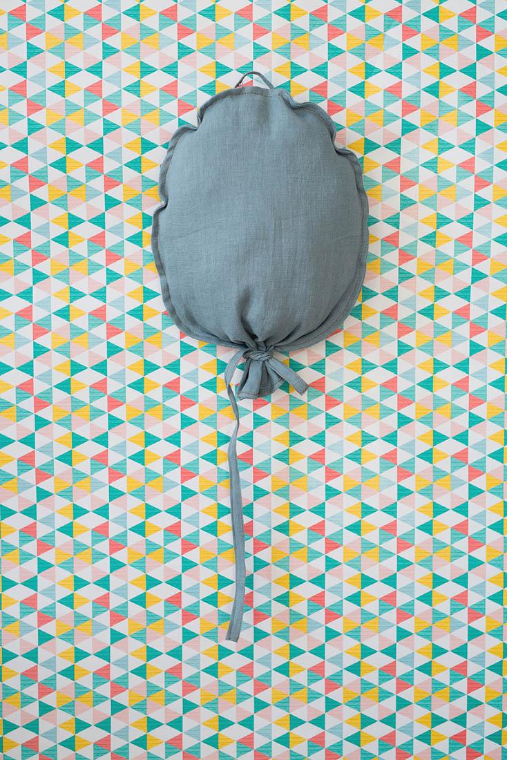 Balonik lniany w kolorze morskim. Środek wypchany kulką sylikonową. Dekoracja do pokoju dziecka.