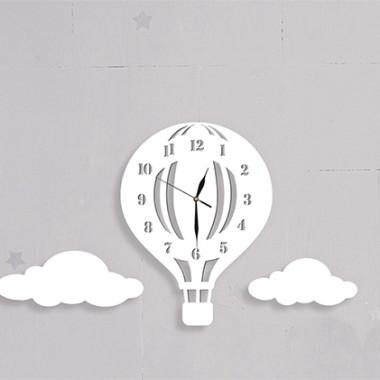 Drewniany zegar ścienny w stylu skandynawskim do pokoju dziecinnego. Biały.