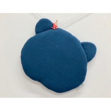 Płaska muślinowa poduszka sprawdzi się doskonale do łóżeczka lub wózka.