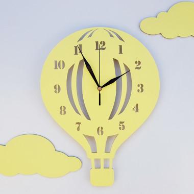 Drewniany zegar ścienny w stylu skandynawskim do pokoju dziecinnego. Żółty.