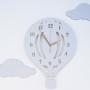 Drewniany zegar ścienny w stylu skandynawskim do pokoju dziecięcego.Szary