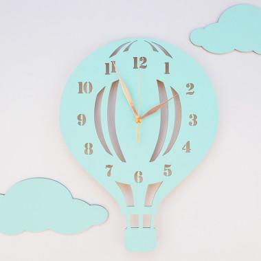 Drewniany zegar ścienny w stylu skandynawskim do pokoju dziecięcego. Miętowy