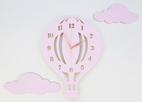 Drewniany zegar ścienny w stylu skandynawskim do pokoju dziecięcego. Różowy.