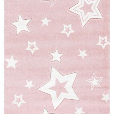 Dywan do pokoju dziewczynki. Różowo-biały.Na jasnym tle jest widnieje wiele gwiazd w różnych rozmiarach i wzorach przyciągających wzrok.