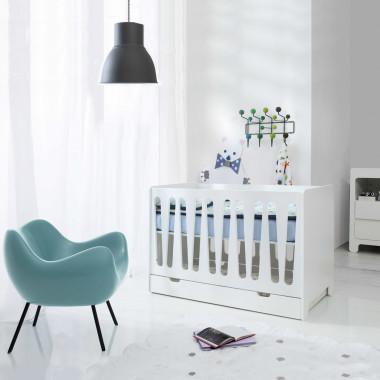 Łóżeczko 120x60 z komodą oraz szufladą w zestawie. Biały komplet mebli dla dziecka.