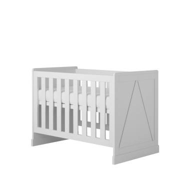 Białe łóżeczko niemowlęce z wyjmowanymi szczebelkami