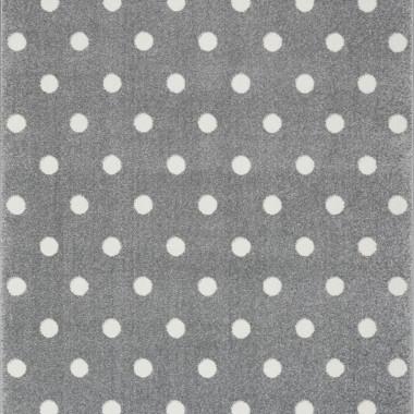Przepiękny szary dywan dziecięcy w białe kropeczki nada niepowtarzalnego charakteru każdemu pokoikowi dziecięcemu.