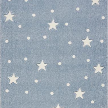 Przepiękny niebieski dywan dziecięcy w białe gwiazdki i kropki nada niepowtarzalnego charakteru każdemu pokoikowi dziecięcemu.