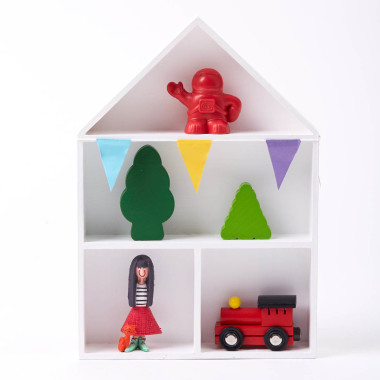 Biała półka d pokoju dziecka-domek