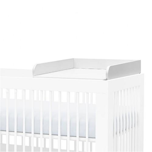 Biały przewijak wykonany z MDF. Zakładamy na łózeczko, opierając na bokach łóżeczka.