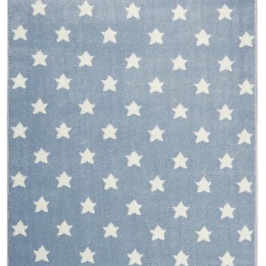 Przepiękny niebieski dywan dziecięcy w białe gwiazdki nada niepowtarzalnego charakteru każdemu pokoikowi dziecięcemu.