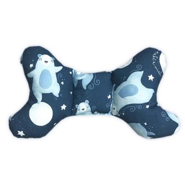 Dwustronna poduszka antywstrząsowa,wykonana z wysokogatunkowej bawełny z wyjątkowym wzorem w Nocne Misie oraz miękkim minky w błękitnym kolorze.