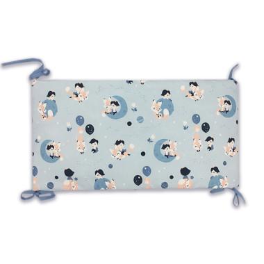 Ochraniacz na szczebelki do łóżeczka, wykonany z certyfikowanej bawełny, z nadrukiem cyfrowym ze wzorem w małego księcia oraz miękkiego minky w beżowym kolorze.
