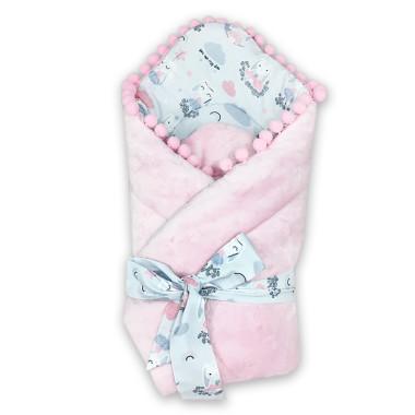 Dwustronny rożek niemowlęcy (becik) wykonany z wysokiej jakości bawełny w Bajeczne Króliczki na błękitnym tle oraz miękkiego i miłego w dotyku minky w gwiazdki w różowym kolorze.