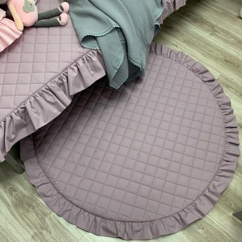 """Piękna lawendowa, duża i wygodna mata do leżenia. Świetnie sprawdzi się jako dywanik, mata do zabawy lub """"podłoga"""" baldachimu."""