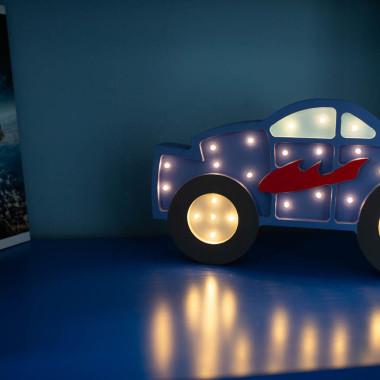 Oryginalna drewniana lampka w kształcie Monster Trucka to pomysł na dodatkowe oświetlenie do pokoju dziecięcego.