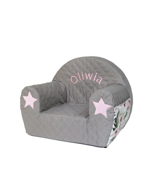 Fotelik dla dziecka z wyszytym imieniem
