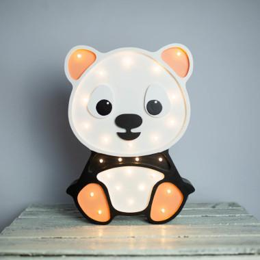 Urocza drewniana lampka w kształcie Pandy została zaprojektowana i ręcznie wykonana w naszej pracowni. Do pokoju dziecka.