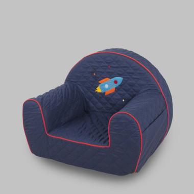 Granatowy fotelik z rakietą dla dziecka .