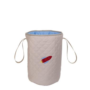 Niezwykle praktyczny pojemnik ułatwiający przechowywanie. Sprawdzi się nie tylko jako kosz na zabawki ale także jako pojemnik na bieliznę.