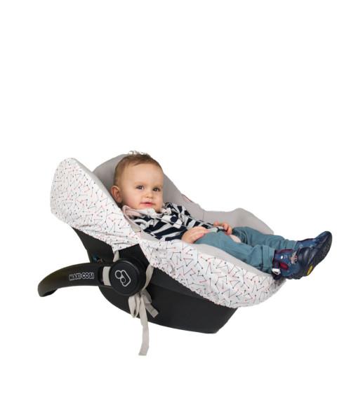 Pokrowiec na fotelik samochodowy dla dziecka- jest idealnym rozwiązaniem, aby utrzymać fotelik w czystości i chronić go przed zabrudzeniem.