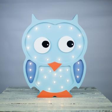 Oryginalna drewniana lampka w kształcie Sowy to pomysł na dodatkowe oświetlenie do pokoju dziecięcego.