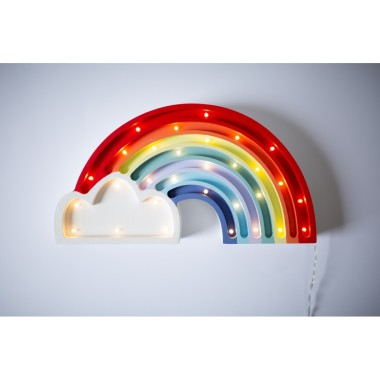 Oryginalna drewniana lampka w kształcie kolorowej Tęczy to pomysł na dodatkowe oświetlenie do pokoju dziecięcego.
