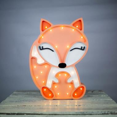 lampka wykonana jest z drewna, ręcznie szlifowana i malowana ekologicznymi farbami