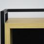 Minimalistyczna, nowoczesna konsola w kolorze czarnym z drewnianą fornirowaną półką