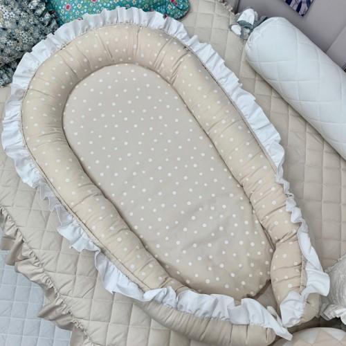 Kokon niemowlęcy doskonale otula maleństwo do snu. Gniazdko pozwala dziecku poczuć się bezpieczniej w łóżeczku dzięki zmniejszeniu jego powierzchni.