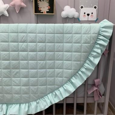"""Piękna, duża i wygodna mata do leżenia dla niemowlaka. Świetnie sprawdzi się jako dywanik, mata do zabawy lub """"podłoga"""" baldachimu. Mięta."""