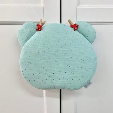 Płaska muślinowa poduszka sprawdzi się doskonale do łóżeczka lub wózka. Jest w kształcie uroczego misia. Mięta.