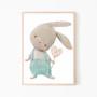 Plakat do pokoju dziecka na ścianę. Przedstawia króliczka w spodenkach z serduszkiem w ręku.