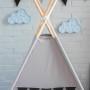Szary namiot dla dziecka z czartnymi proporczykami- tipi, wigwam
