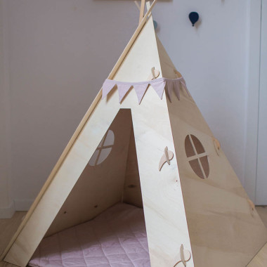 Namiot tipi do zabawy dla dziecka, wykonany z drewna
