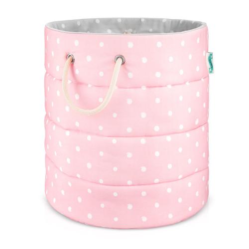 Piękny i przydatny element dekoracyjny pokoju dziecięcego. Kosz szaro-różowy w białe kropki.