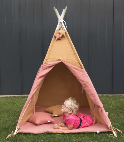 Karmelowo-różowy namiot dla dziecka tipi wigwam z zawieszk