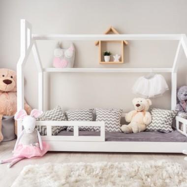 Łóżko domek dla dzieci w stylu skandynawskim. Z barierkami i kominem.