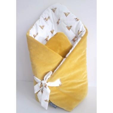 Rożek niemowlęcy- został uszyty z wysokiej jakości 100% bawełny w uroczy motyw małych leśnych sarenek i mięciutkim musztardowym welurem.