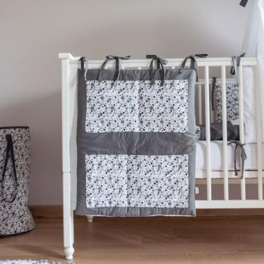 Szary przybornik/ organizer w kwiaty do łóżeczka niemowlęcego. Na kremy, pieluchy, chusteczki, waciki.