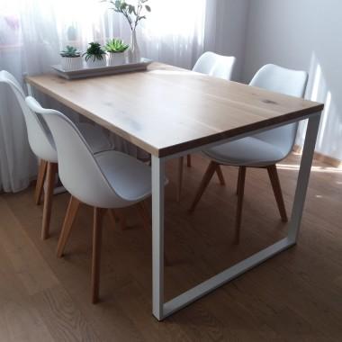Stół OLAF to stół z rodzaju stołów industrialnych, który bardzo dobrze pasuje do nowoczesnych wnętrz ale również tam gdzie są meble z drewna. Jego podstawową zaletą jest blat wykonany z litego drewna dębowego, natomiast podstawa to spawany stalowy stelaż pomalowany proszkowo. Prosta konstrukcja jest idealną propozycją do wnętrz minimalistycznych
