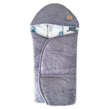 Cieplutki otulacz do fotelika jesienno – zimowy w uroczy wzór w w pastelowe misie , wykończony miękkim minky.