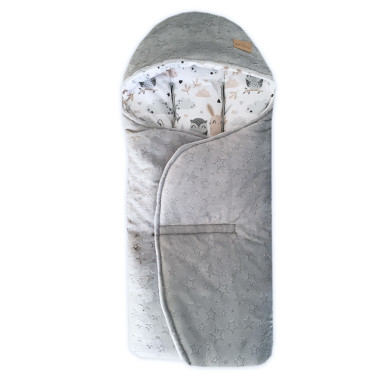 Cieplutki otulacz do fotelika jesienno – zimowy w uroczy wzór w w sowy i króliczki , wykończony miękkim minky.