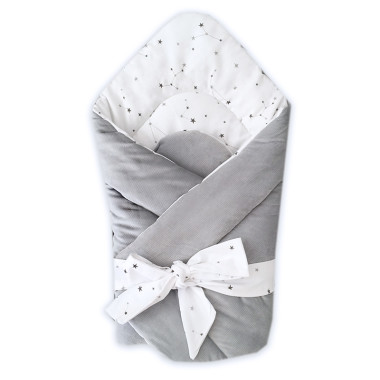 Dwustronny rożek niemowlęcy (becik) wykonany z wysokiej jakości bawełny w Konstelację oraz miękkiego i miłego w dotyku minky velvet w szarym kolorze.