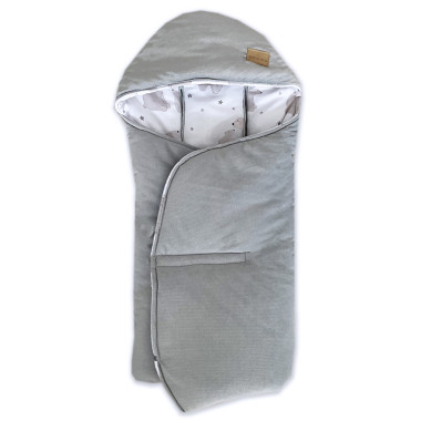Cieplutki otulacz do fotelika jesienno – zimowy w uroczy wzór Polarne Misie, wykończony miękkim minky velvet w szarym kolorze.