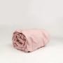 Prześcieradło wykonane z wysokiej jakości tkaniny, zakładane na gumkę. Kolor pudrowy róż.